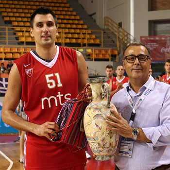 The CEO of Alfa Plus S.A. Mr. Roussakis Manolis, awards the fourth-place trophy to the team of KK Crvena Zvezda.