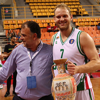 The President of EKASK Mr. Markakis Mpampis, awards the third-place trophy to the team of Unics Kazan.