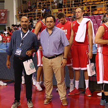 Mr. Nakis Giorgos (Amstel) and Mr. Tsigenis Kostas (Tsigenis Woodcraft) give souvenirs to players.